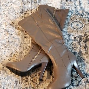 Taupe wooden heeled boots